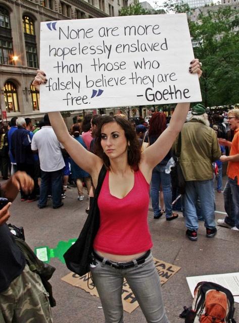 """""""Geen mensen zijn zo hopeloos slaaf gemaakt als zij die ten onrechte denken dat ze vrij zijn"""" (Goethe)"""